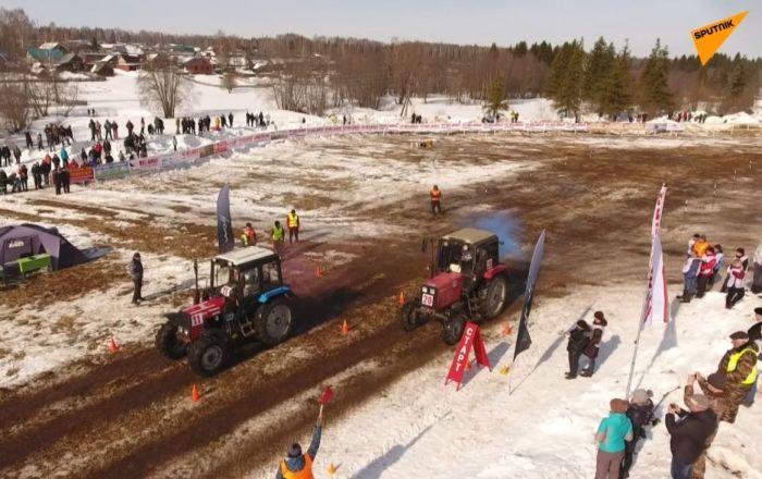 Wyścigi traktorów po wertepach