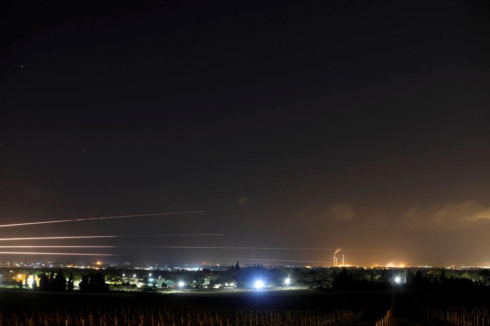 Rakiety lecące w stronę Strefy Gazy