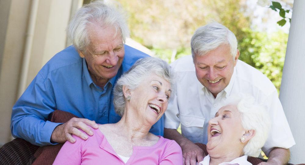 Grupa starszych osób