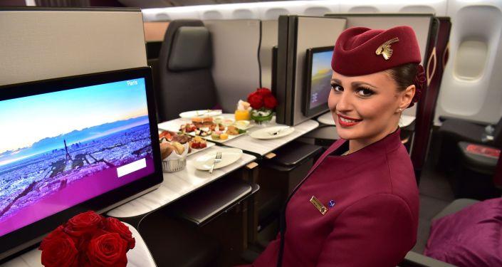 Stewardessa Boeinga 777 linii Qatar Airways