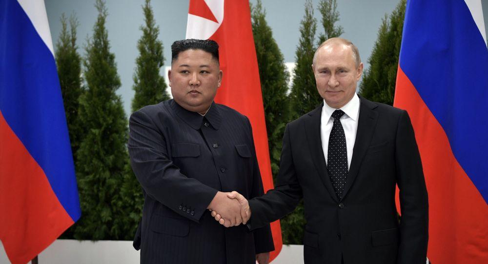 Prezydent Rosji Władimir Putin i przywódca Korei Północnej Kim Dzong Un