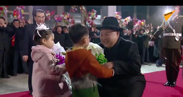 Powitanie Kim Dzong Una po powrocie ze szczytu we Władywostoku