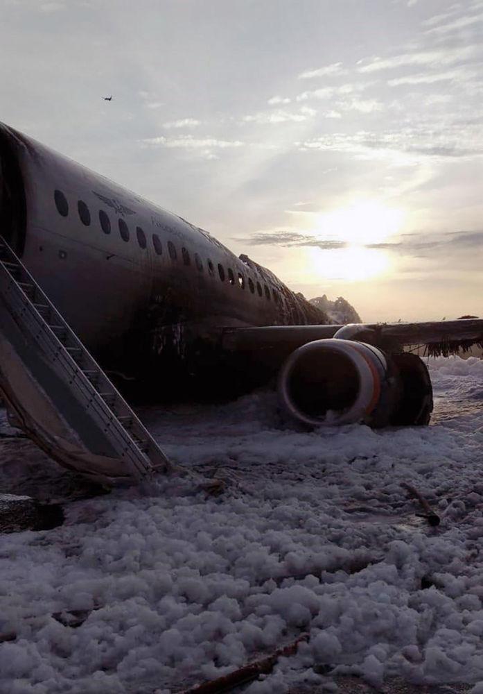Samolot Superjet 100, na pokładzie którego doszło do pożaru na lotnisku Szeremietiewo w Moskwie
