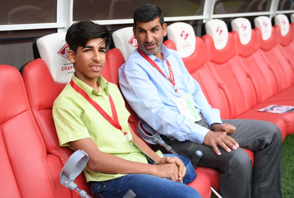 Kasim Alkadim z Iraku obejrzał mecz piłki nożnej w Moskwie