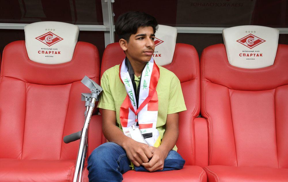 Kasim Alkadim z Iraku na meczu piłki nożnej w Moskwie