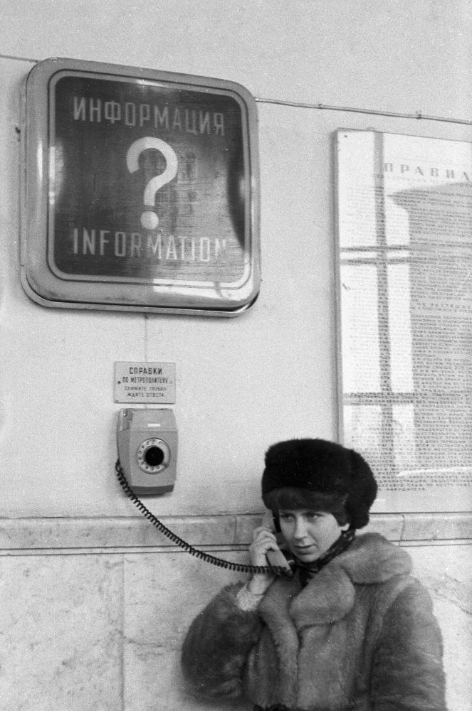 Specjalny telefon dla uzyskania informacji o rozkładzie jazdy moskiewskiego metra, 1980 rok