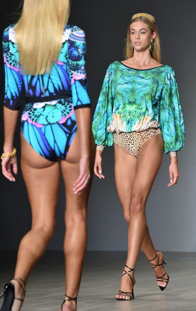 Modelki podczas pokazu na Tygodniu Mody w Sydney