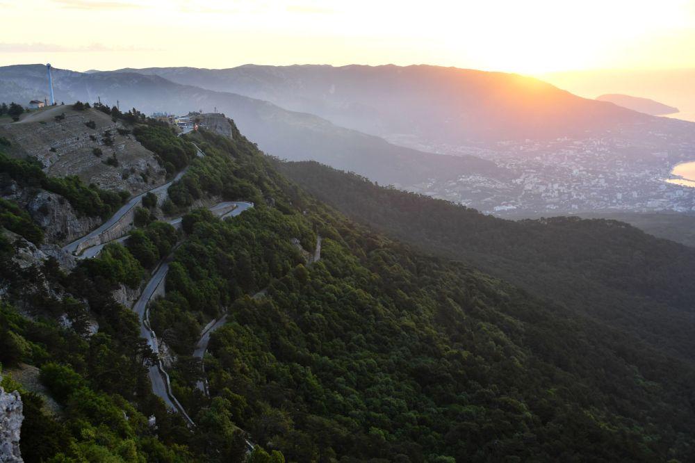 Widok na Jałtę z góry Aj-Petri w Krymie