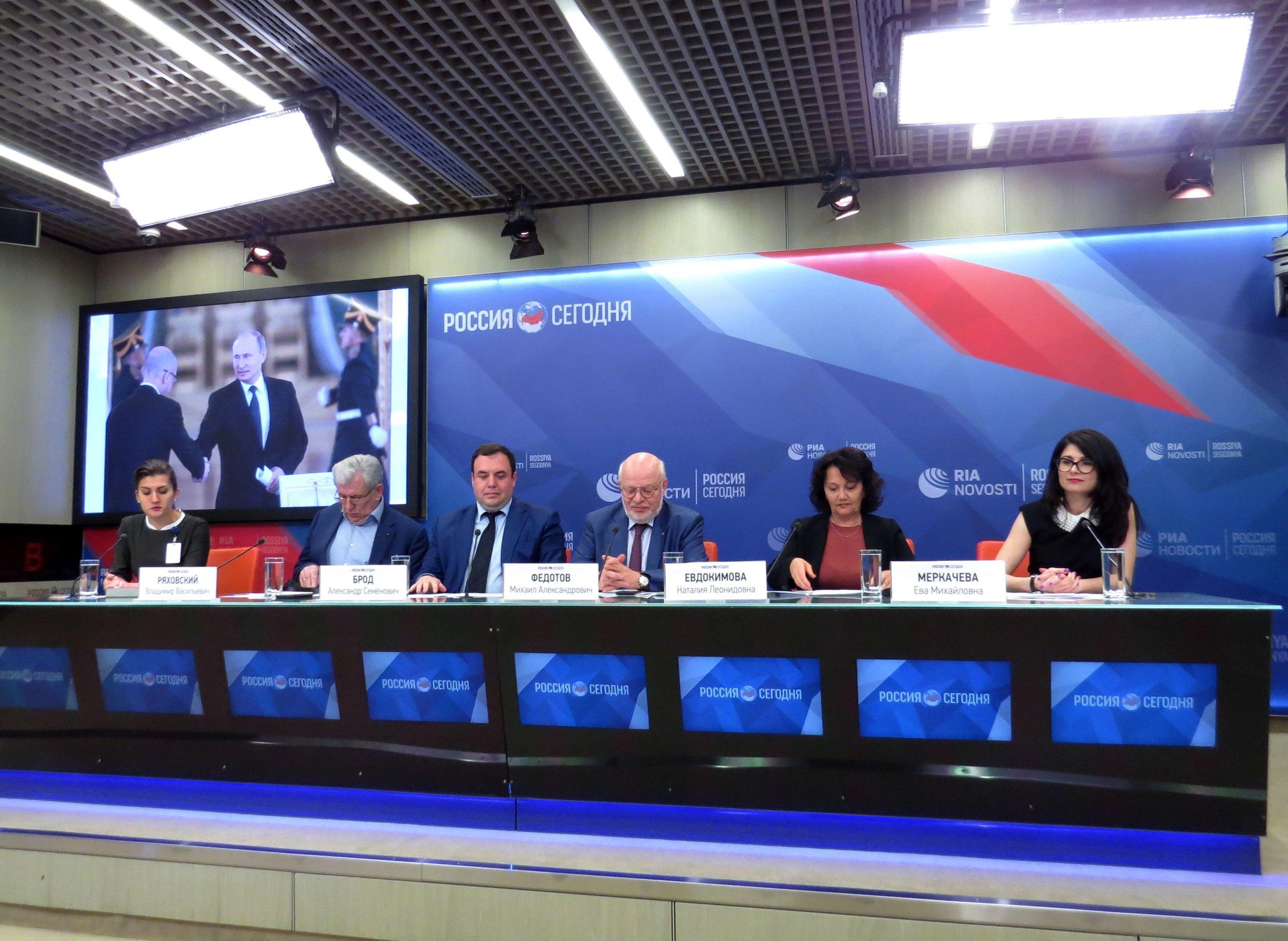 Konferencja prasowa członków Rady ds. Rozwoju Społeczeństwa Obywatelskiego i Praw Człowieka w Agencji Informacyjnej MIA Rossiya Segodiya