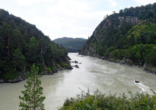 Rzeka Katuń w azjatyckiej części Rosji, w Republice Ałtaju