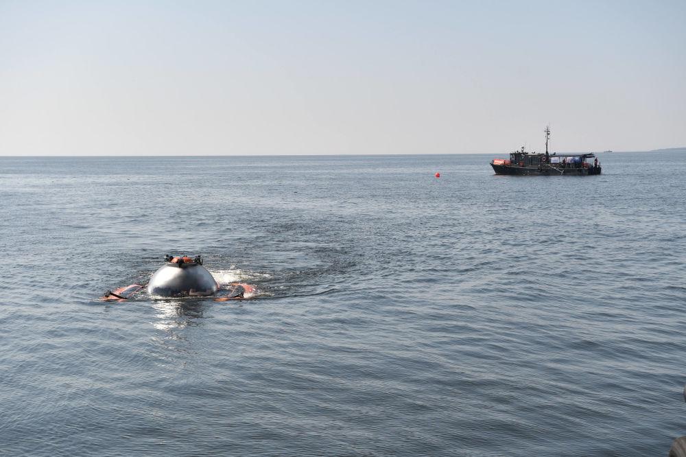 Władimir Putin podczas zanurzenia, w celu zbadania okrętu podwodnego, który zatonął podczas Wielkiej Wojny Ojczyźnianej, na dnie Zatoki Fińskiej