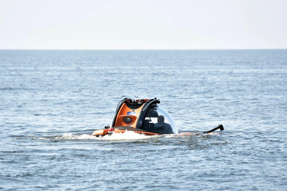 Władimir Putin przed rozpoczęciem nurkowania, w celu zbadania okrętu podwodnego, który zatonął podczas Wielkiej Wojny Ojczyźnianej