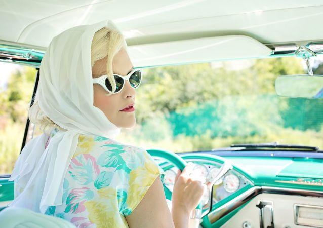 Kobieta za kierownicą