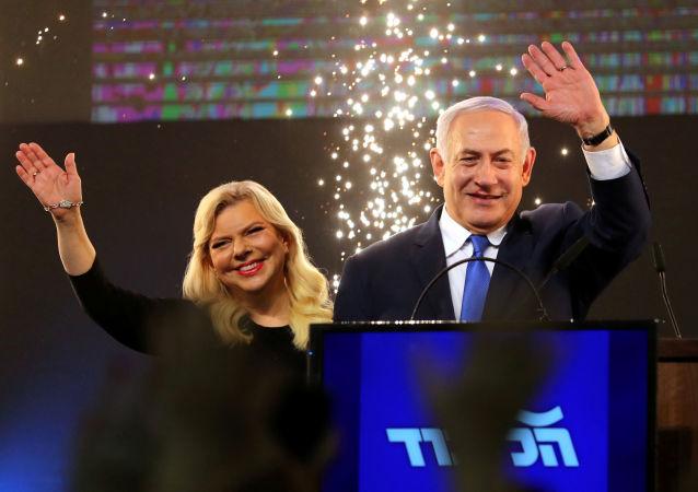 Premier Izraela Binjamin Netanjahu z żoną Sarą