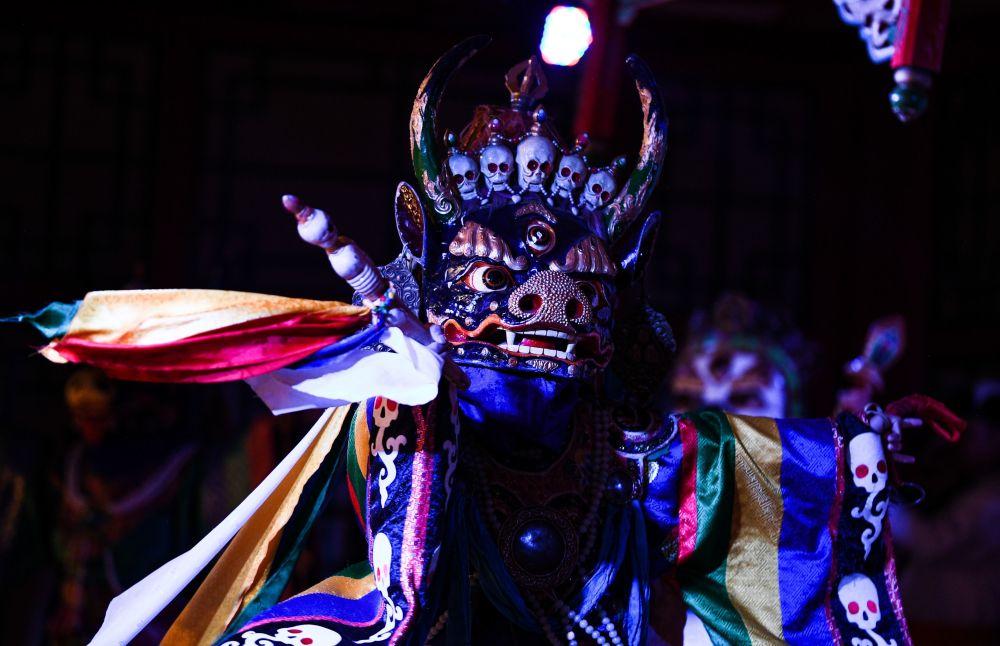 Wystąpienie w teatrze tradycyjnych pieśni i tańców Tumen Ekh