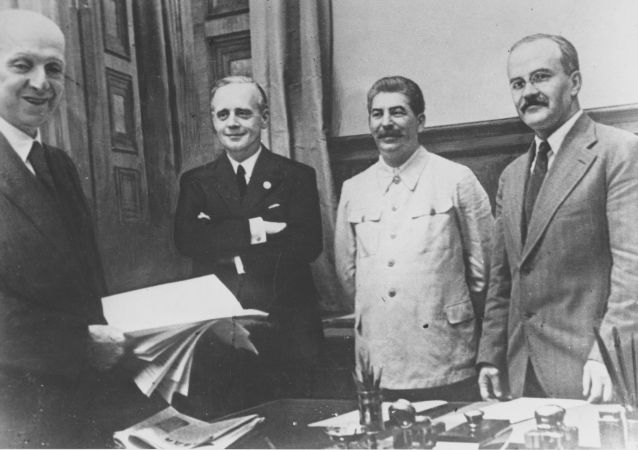 Podpisanie paktu Ribbentrop-Mołotow