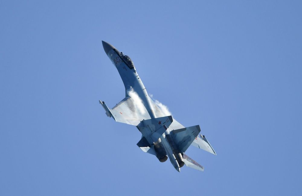 Su-35 – rosyjski jednomiejscowy myśliwiec na Salonie Lotniczym i Kosmicznym MAKS 2019