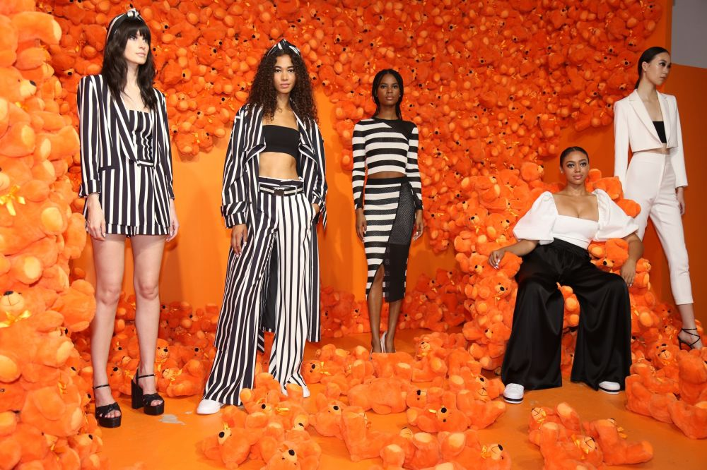 Modelki prezentują kolekcję Alice + Olivia podczas Tygodnia Mody w Nowym Jorku