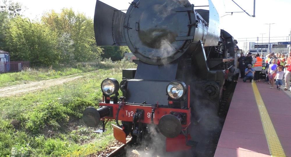Pociąg retro w Dniach Transportu w Warszawie