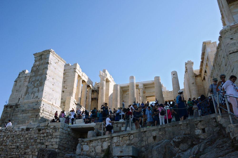 Monumentalne przejście do Akropolu w Atenach