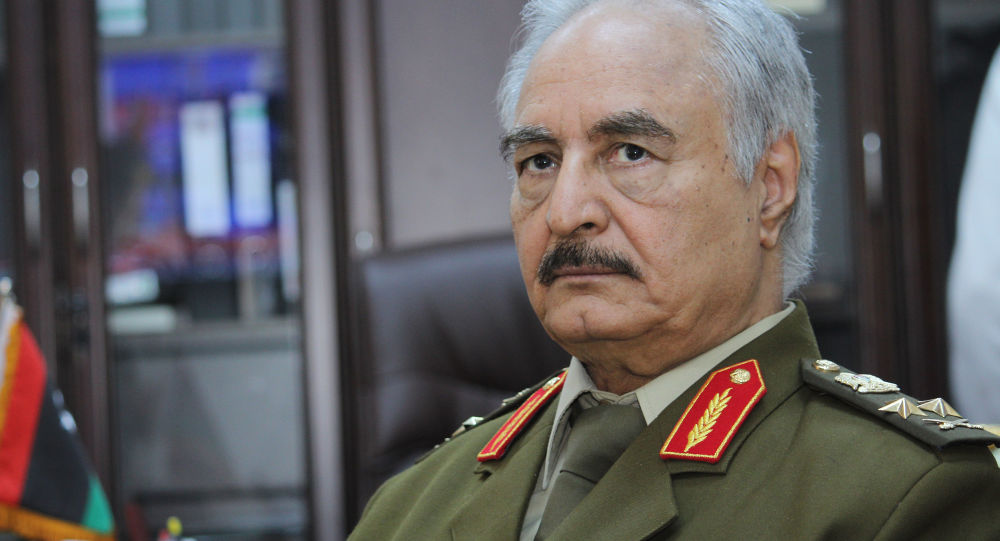 Dowódca libijskiej armii narodowej Chalifa Haftar