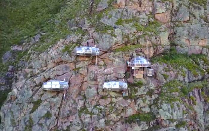 Hotel na skale