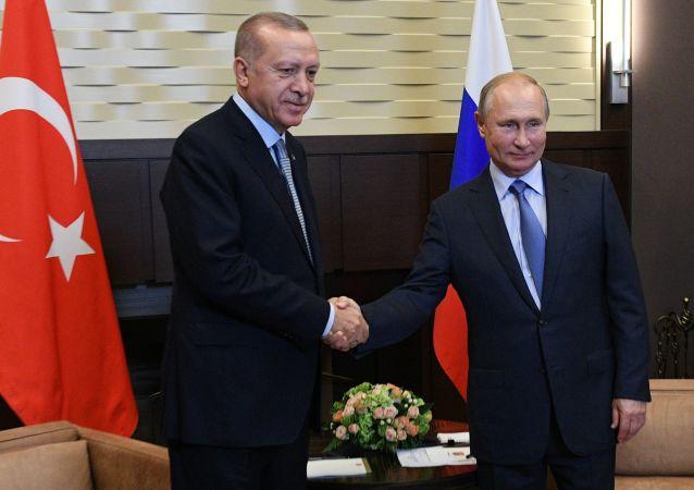 Prezydent Rosji Władimir Putin i prezydent Turcji Recep Tayyip Erdogan w czasie spotkania w Soczi