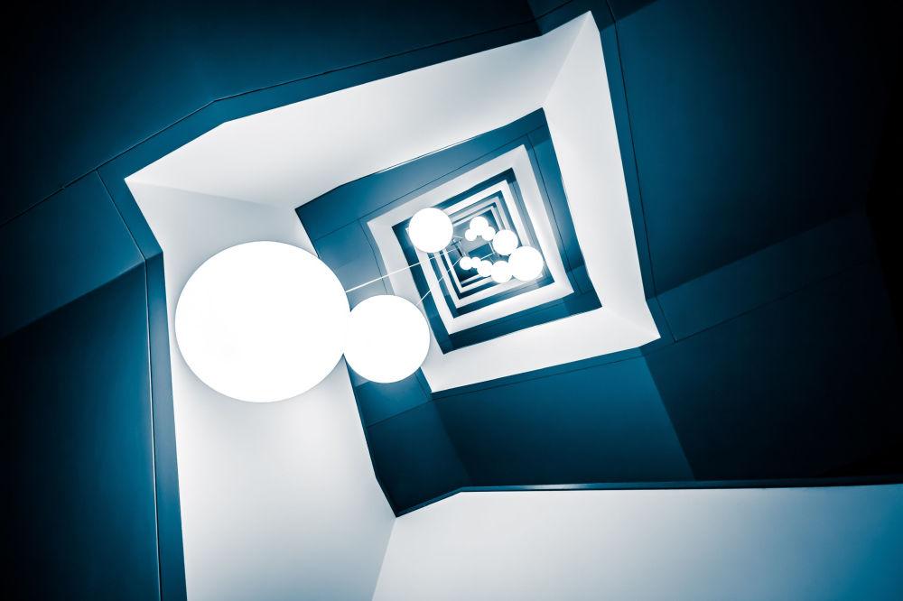 """Zdjęcie """"Deep Blue"""". Wykonał je fotograf z Niemiec Frank Seltmann w ramach konkursu fotograficznego World's Best Photos of #Blue2019"""