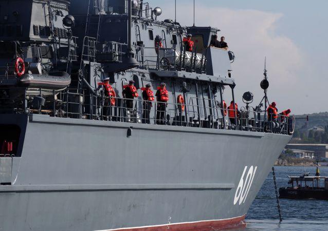 Trałowiec morski Iwan Antonow w Sewastopolu