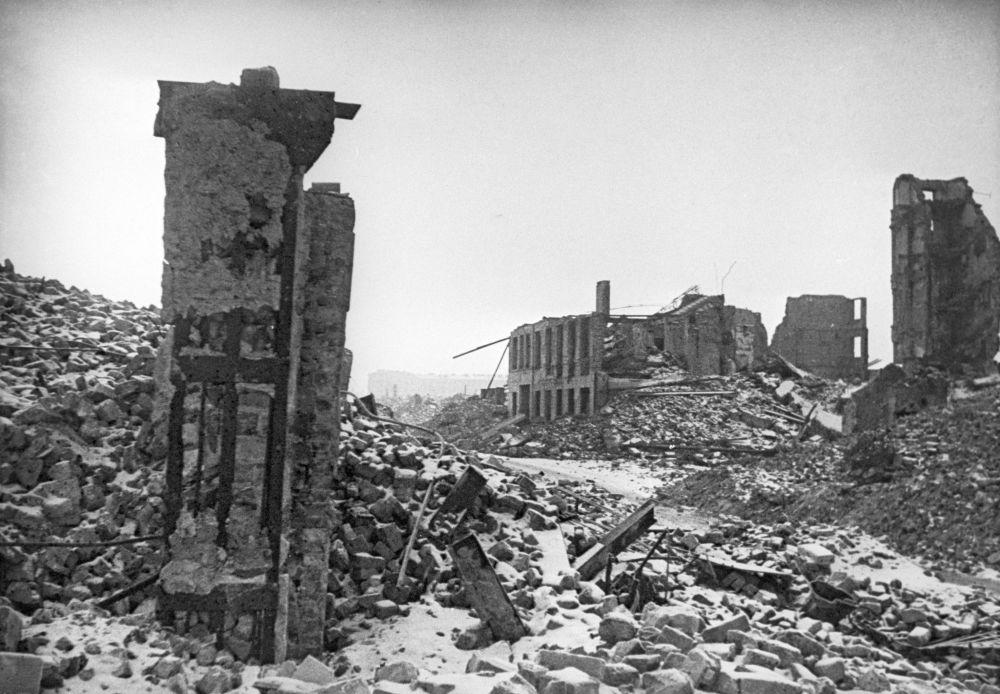 Ruiny domów w dzielnicy żydowskiej, Warszawa 1945 rok