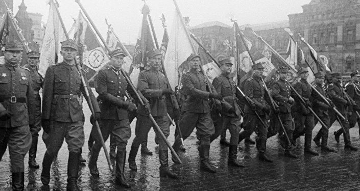 Żołnierzy Wojska Polskiego na Placu Czerwonym