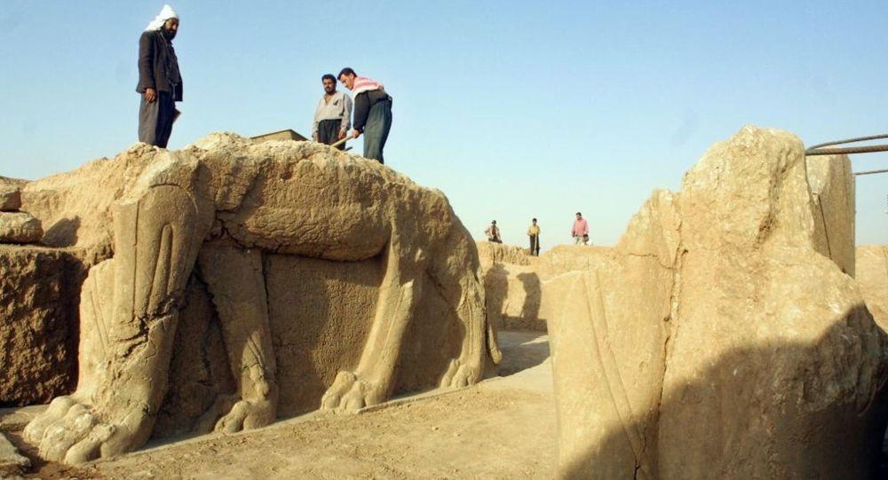 Wykopaliska w Nimrud. Irak