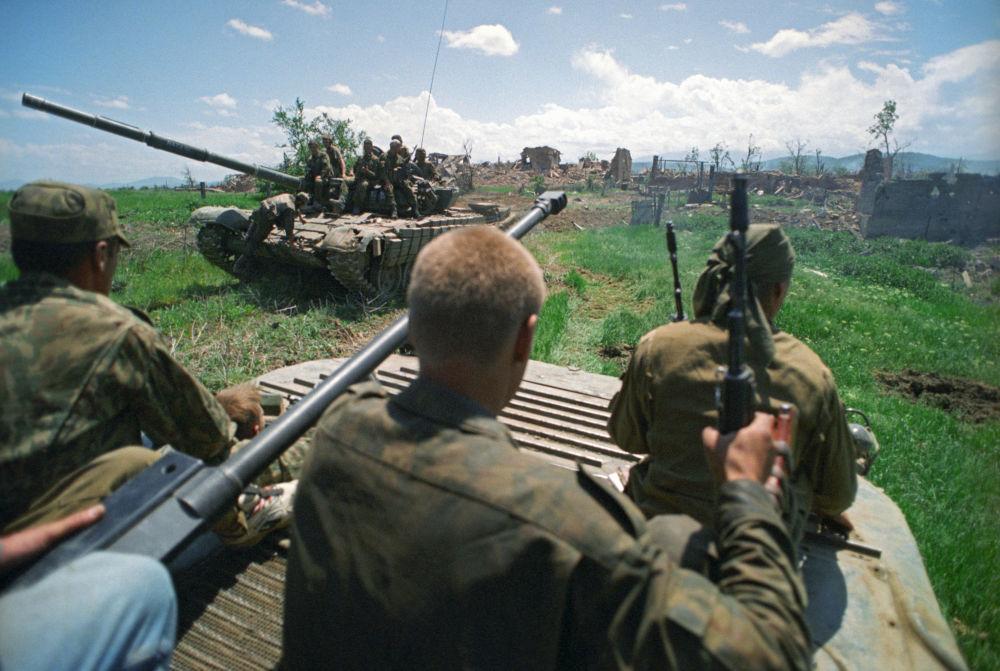 Technika zgrupowania Federalnych wojsk obwodu moskiewskiego Rosji podczas operacji wojskowej w miejscowości Staryj Aczchoj w Czeczenii