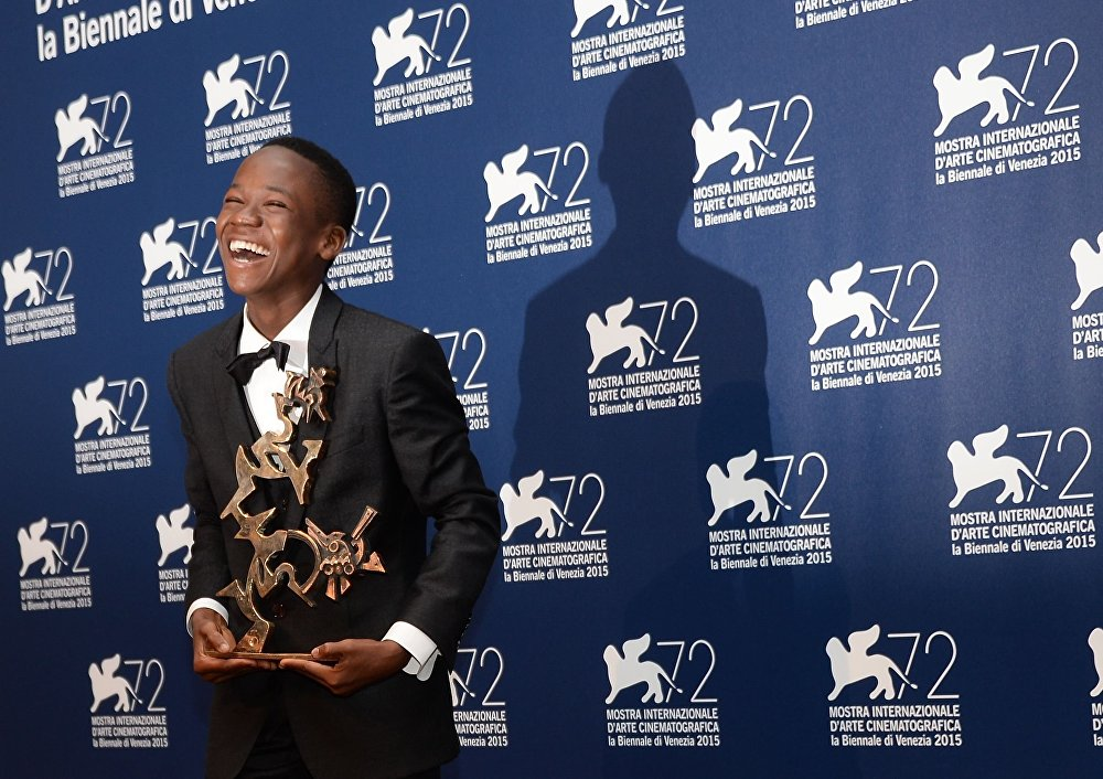 Abraham Attah z nagrodą Marcello Mastroianni za najleprzy debiut w filmie Beasts of No Nation
