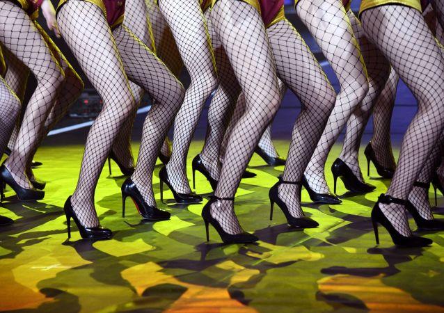 Nogi uczestniczek międzynarodowego konkursu w Mandżurii