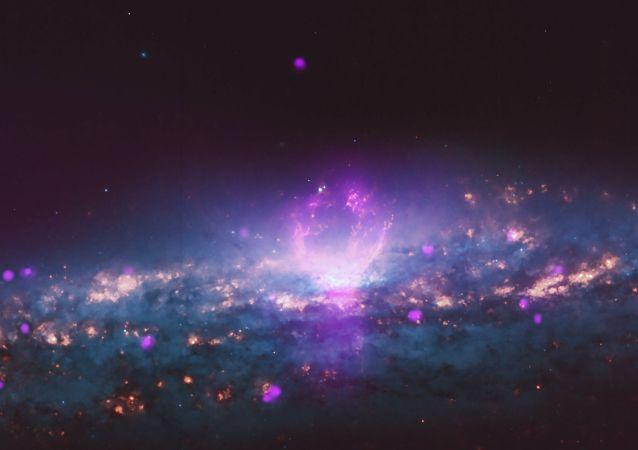 Para gigantycznych pęcherzy kosmicznych wystrzeliwuje w kierunku Ziemi wysokoenergetyczne cząstki