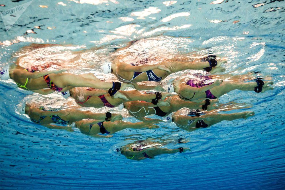Otwarty trening rosyjskich pływaczek synchronicznych