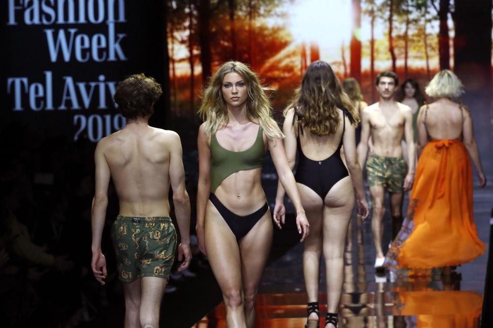 Modelki i modele podczas Tygodnia Mody w Tel Awiwie