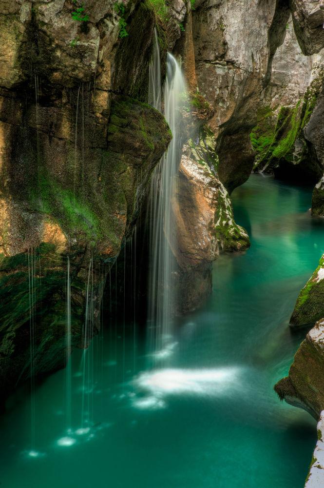 Rzeka Socza przepływająca przez Włochy i Słowenię