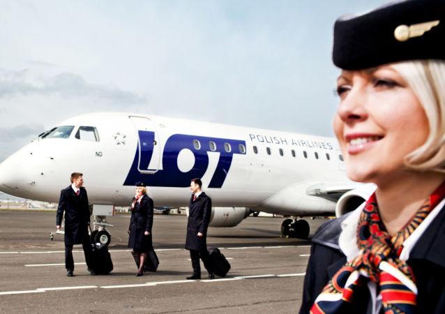 Stewardessy polskich linii lotniczych LOT