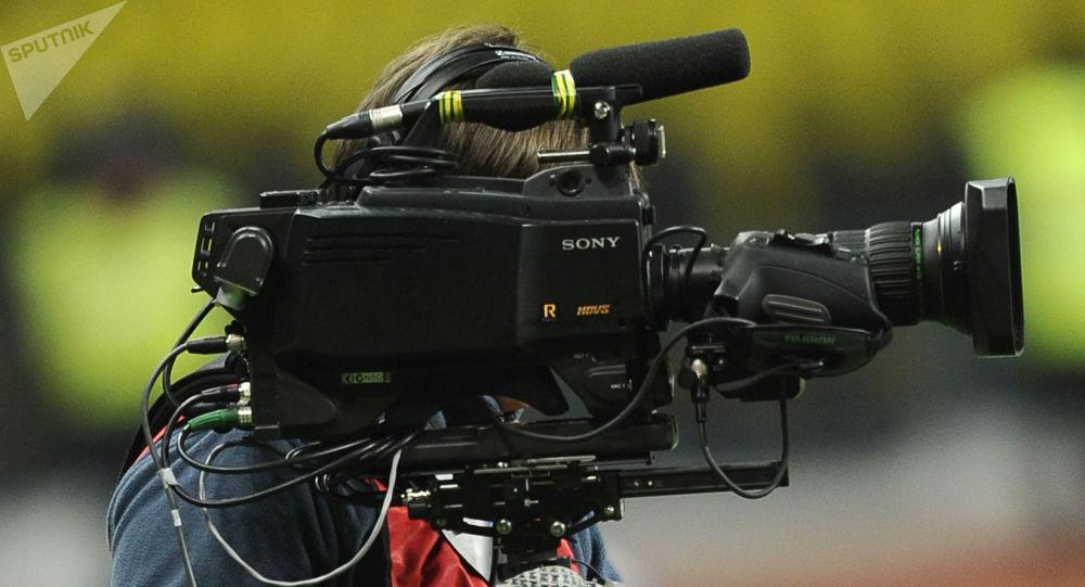 Operator kamery podczas nagrywania. Zdjęcie archiwalne