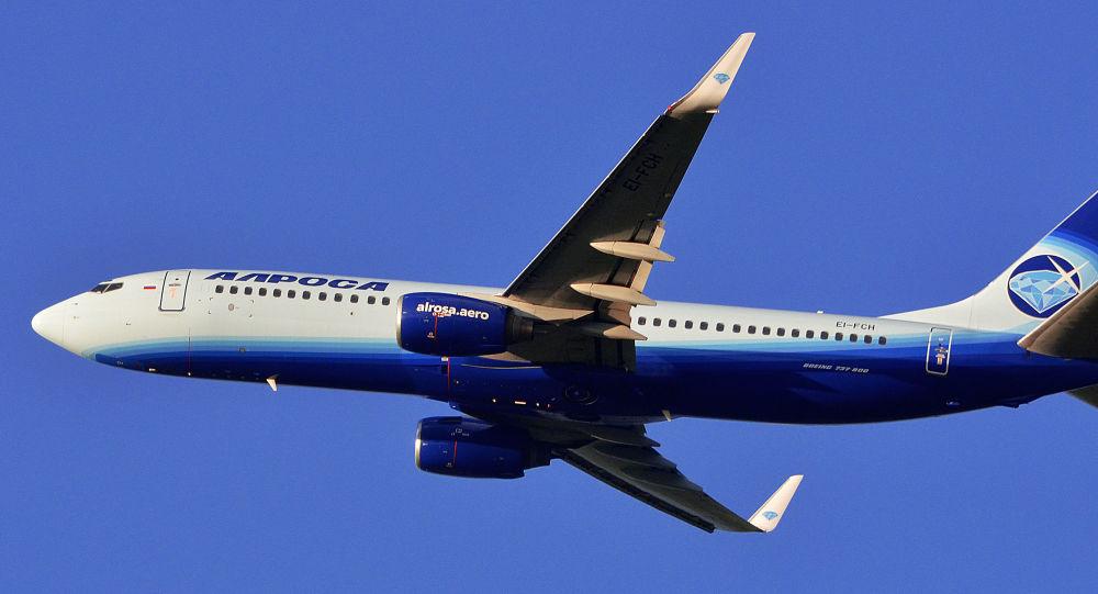 """Samolot Boeing 737-800 linii lotniczej """"ALROSA"""". Zdjęcie archiwalne"""