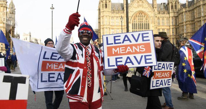 Uczestnicy akcji przeciwko Brexitowi w Londynie