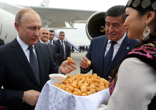 Władimir Putin i prezydent Kirgistanu Sooronbaj Dżeenbekow