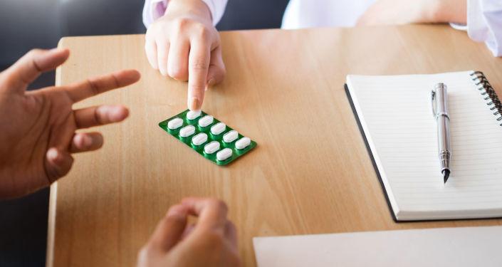 Lekarz oferuje tabletki