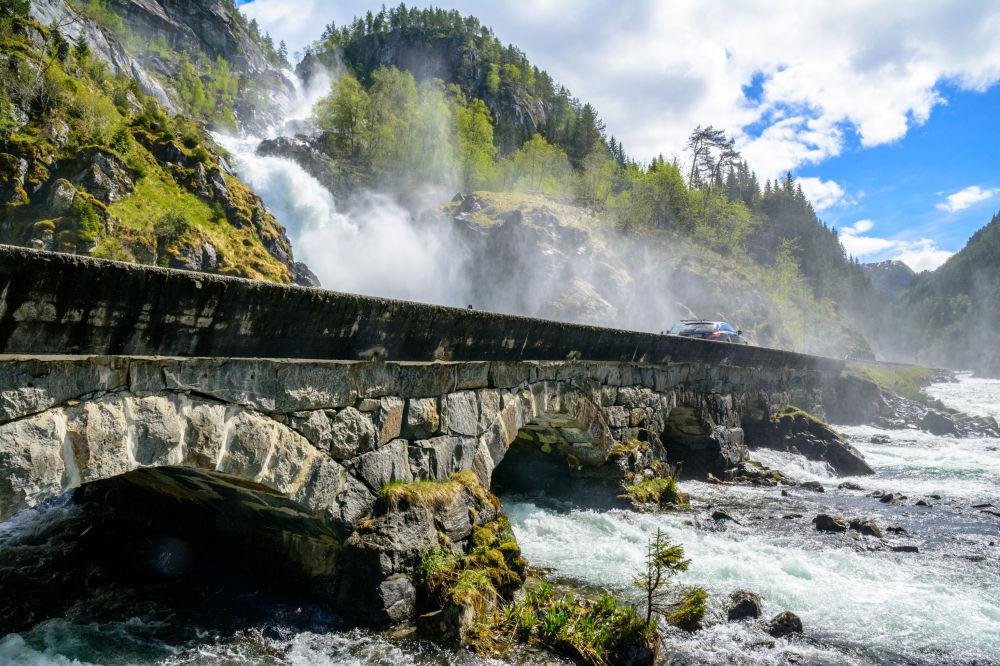 Wodospad Låtefossen w Norwegii