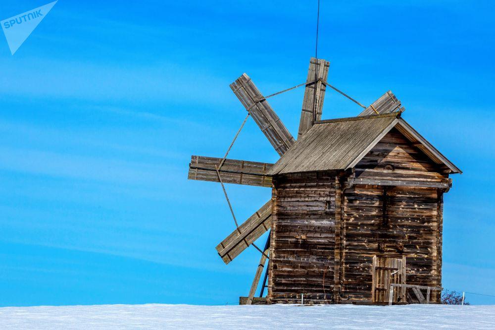 Drewniany wiatrak