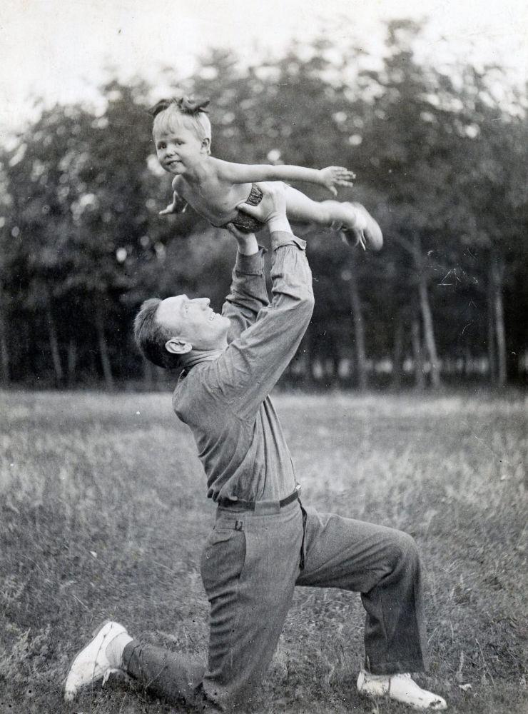 Marszałek Związku Radzieckiego Siergiej Biriuzow z córką Olgą, 1940 rok