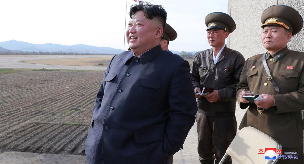 Przywódca Korei Północnej Kim Dzong Un na ćwiczeniach wojskowych