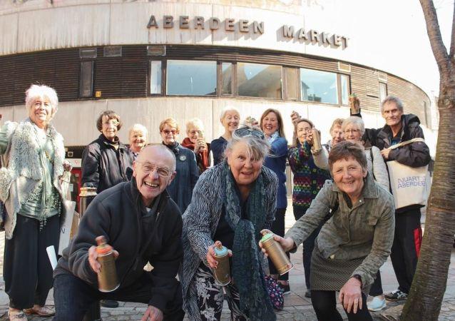 Emerytowani Szkoci zostali uczestnikami festiwalu sztuki ulicznej Nuart Aberdeen